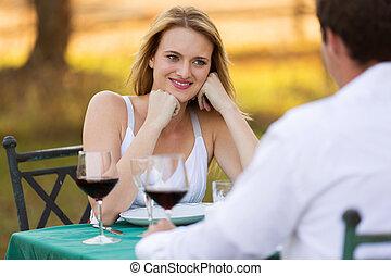 femme, elle, jeune, dîner, avoir, petit ami