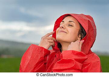 femme, elle, jeune, figure, gouttes pluie, apprécier