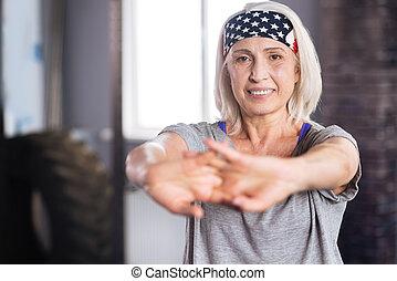 femme, elle, positif, Personnes Agées, tenue, mains, devant