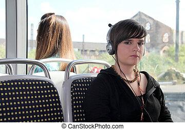 femme, elle, tram, écouteurs, jeune, écoute