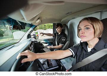 femme, ems, professionnel, dans, ambulance