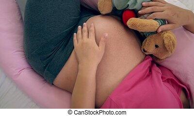 femme enceinte, bedroom., lit, heureux, dormir