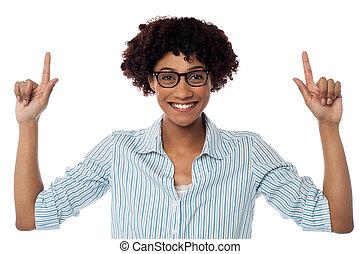 femme, excité, pointage, haut