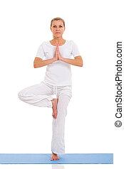 femme, exercice, mûrir, yoga, blanc