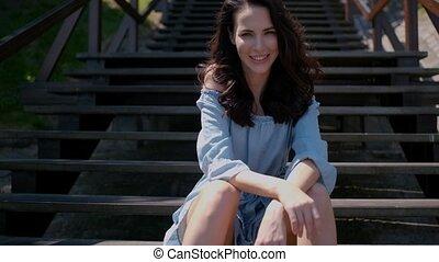 femme, extérieur, séance, escalier, brunette, adorable