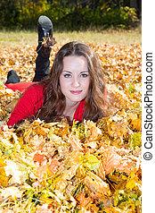 femme, fall., feuilles, jeune, portrait, érable, parc, automne, beau