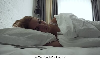 femme, fermé, virages, reveil, somnolent, quoique, réveil, morning.