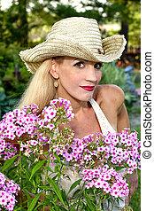 femme, fleurs, chapeau