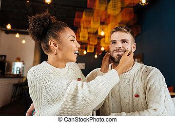 femme, foncé-d'une chevelure, elle, rire, amusement, avoir, petit ami