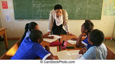 femme, fonctionnement, élèves, 4k, prof, jeune, classe