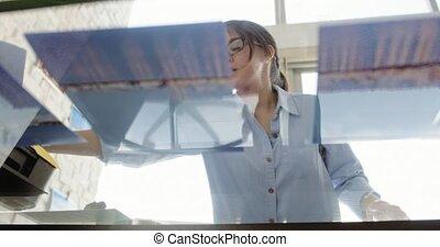 femme, fonctionnement, exposition, jeune, préparation, photos, images