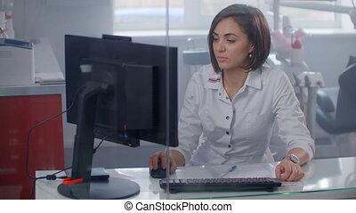 femme, fonctionnement, medication., prescription, rechercher, docteur, informatique, desk.