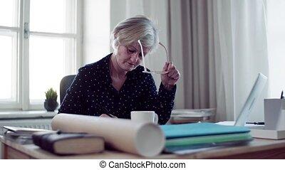 femme, fonctionnement, ordinateur portable, bureau, actif, maison, personne agee, writing.