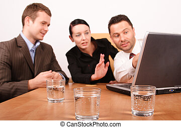 femme, fonctionnement, ordinateur portable, hommes, deux, projet