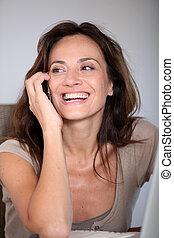 femme, fonctionnement, ordinateur portable, téléphone, informatique, maison