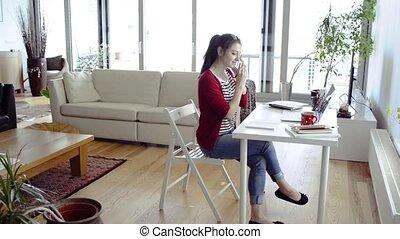femme, fonctionnement, ordinateur portable, téléphone maison, confection, call.