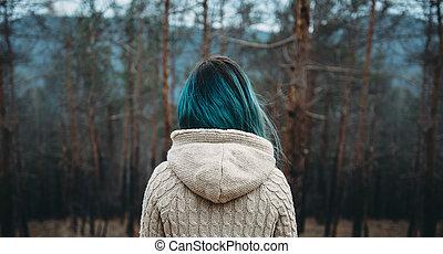 femme, forêt, pin
