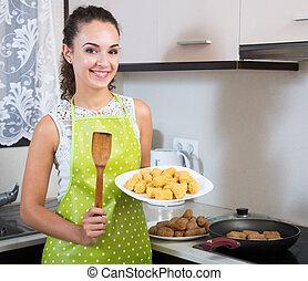 femme foyer, torréfaction, kroketten, breadcrumbed