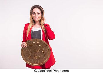 femme, grand, concept., bitcoin, cryptocurrency, arrière-plan., tenue, blanc, investissement, couvert taches rousseur
