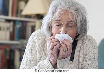 femme, grippe, soufflant nez, maison, personne agee