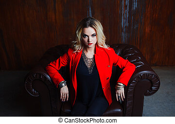 femme, grunge, blonds, fauteuil, cuir, jeune, veste, mur, rouillé, séduisant, fond, assied, rouges