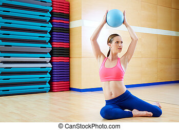 femme, gymnase, balle, stabilité, pilates, séance entraînement, exercice
