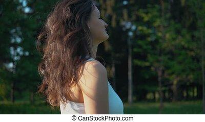 femme, happy., jeune regarder, appareil photo, portrait., professionnel, sourire