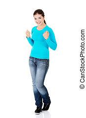 femme, haut, heureux, jeune, poings, excité, reussite