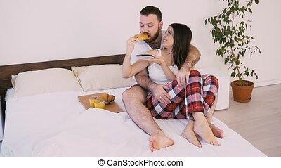 femme, haut, lit, sillage, petit déjeuner, matin, homme