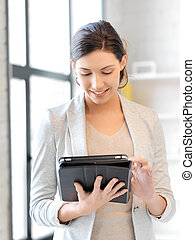 femme heureuse, à, pc tablette, informatique