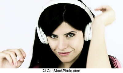 femme heureuse, écouteurs, danse