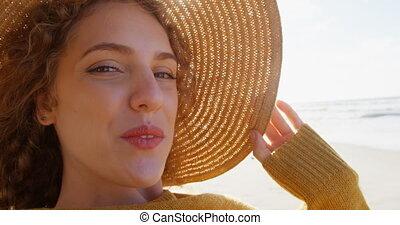 femme heureuse, chapeau, plage, 4k
