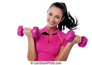 femme heureuse, dumbbells, levage, fitness