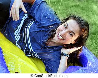 femme heureuse, mouillé