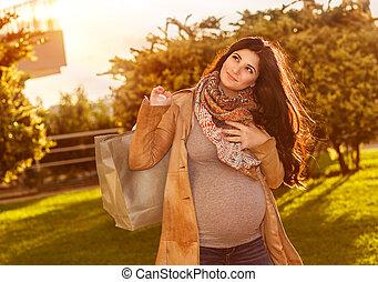 femme heureuse, pregnant