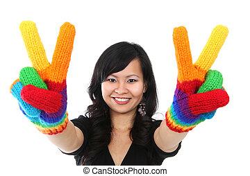femme heureuse, signe paix