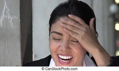 femme hispanique, rire