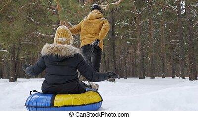 femme, hiver, mouvement, parc, dos, lent, tuyauterie, vue., glissement, homme