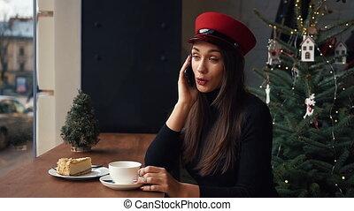 femme, hiver, séance, téléphone, pourparlers, froid, café, jour, confortable, heureux