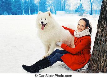 femme, hiver, samoyed, parc, chien, neige, propriétaire, dehors, amusement, blanc, avoir, heureux