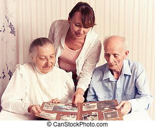 femme, home., leur, personne agee, caregiver, homme