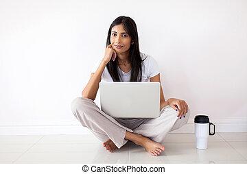 femme, indien, délassant, plancher