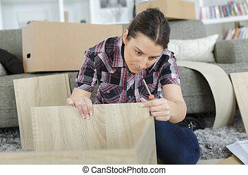 femme, inspection, meubles