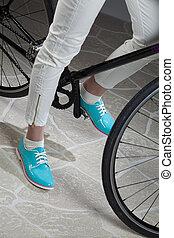femme, jambes, et, vélo