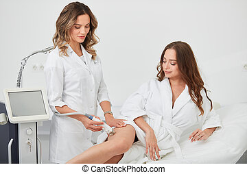 femme, jambes, mesotherapy, décontracté, obtenir, elle