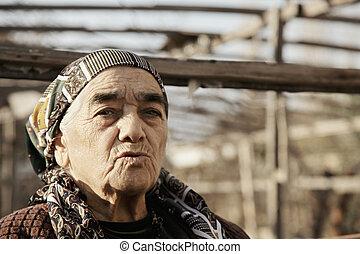 femme, jardin, personne agee