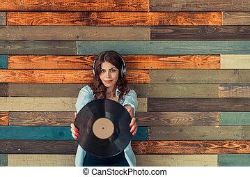 femme, jeune, écouteurs
