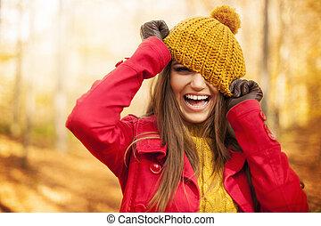 femme, jeune, amusement, avoir, automne, vêtements