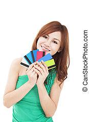 femme, jeune, crédit, tenue, cartes, heureux
