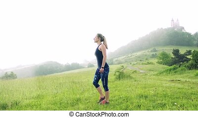 femme, jeune, dehors, nature., pré, exercice